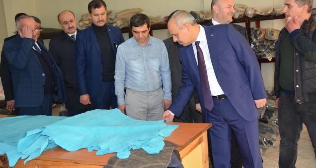 Vali Peynircioğlu Bor OSB'de Üretim Tesislerini İnceledi