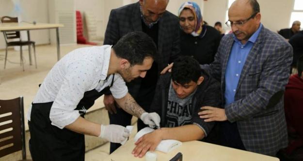 100 Engelli Çocuğa 'sevgi İzi' Dövmesi Yapıldı