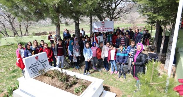 Öğrencilerden şehitlere ziyaret