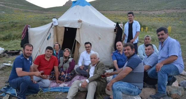 Ulukışla Kaymakamı Erciyas, göçer aileleri ziyaret etti