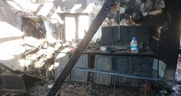 Kılan köyünde ev yanarak kül oldu
