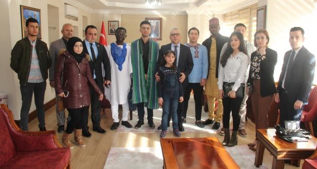 Göçmen ailelerden Vali Şimşek'e ziyaret