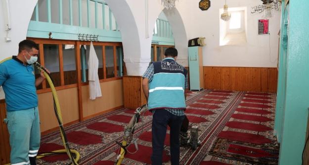 Niğde'de Cami Halılarının Temizliği Belediyeye Emanet