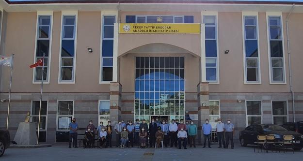 Gültekin, Recep Tayyip Erdoğan Anadolu İmam Hatip lisesini ziyaret etti