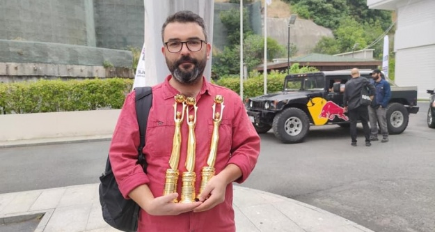 Mavzer Filmine 3 Ödül