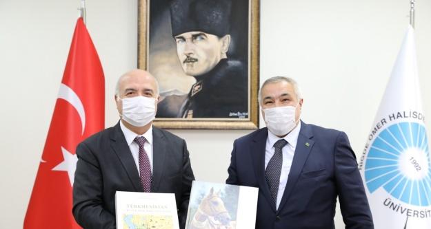 Türkmenistan Büyükelçiliği Başkatibinden Rektöre Ziyaret