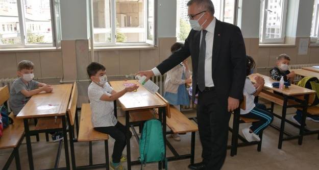 Vali Şimşek'ten okullarda pandemi sebebiyle alınan tedbirleri yerinde inceledi
