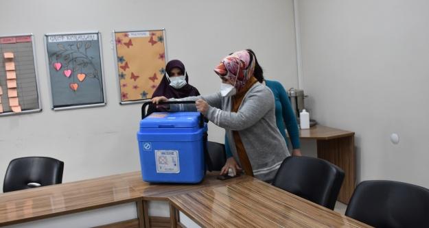 Niğde'de 90 yaş üstüne Kovid-19 aşısı uygulaması başladı