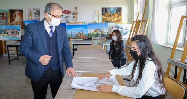 Yaşar, Okullarda İncelemede Bulundu