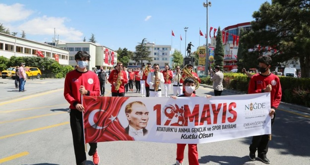 NİĞDE'DE 19 MAYIS COŞKU İLE KUTLANDI