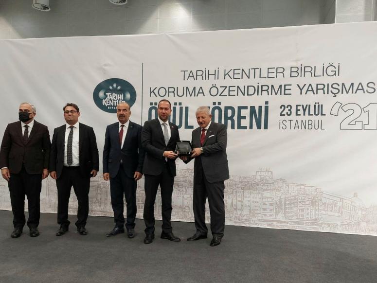 Tarihi Kentler Birliği'nden Başkan Özdemir'e ödül