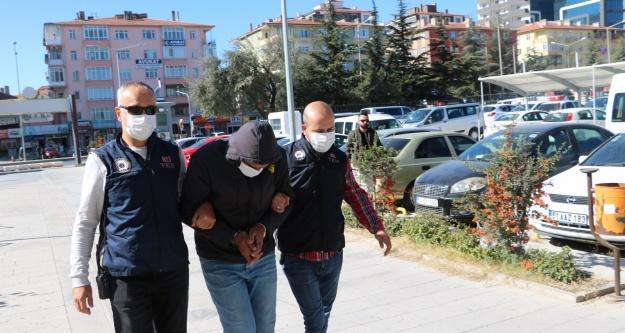 Terör örgütü el-Kaide Üyesi Suriyeli Bor'da saklandığı evde yakalandı