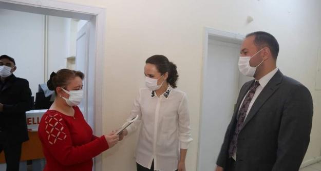 Başkan Özdemir'den Kadın Personele Anlamlı Jest