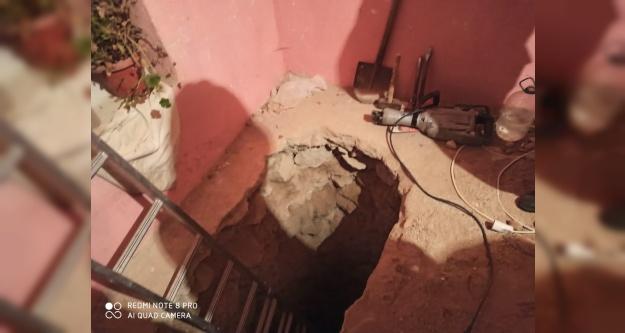 Evinde #039;tarihi eser#039; bulma amacıyla 9 metre tünel açtı